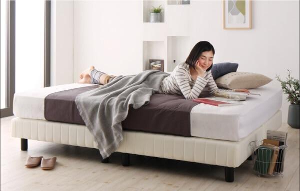 『搬入・組立・簡単 寝心地が選べる ホテルダブルクッション 脚付きマットレスボトムベッド』のベッド下はお掃除ロボットが入ります