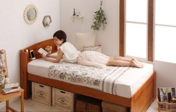 小さくて安いベッド『ショート丈高さ調節すのこベッド 天然木パイン材 コンセント付 【Celestine】 セレスティーヌ』