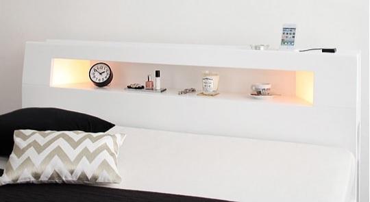 棚の両側から仄かに照らすモダンライト付きの収納ベッド『モダンライト・コンセント収納付きベッド【Cher】シェール』