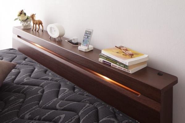 ストレートラインの間接照明付きローベッド『家族で一緒に過ごす・棚・コンセント付きローベッド【Crecer】クレセール』