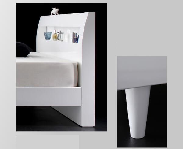 白いベッド『棚・コンセント付きモダンデザインすのこベッド【Degrace】ディ・グレース』