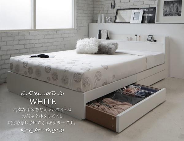 モノトーンスタイルの部屋の白いベッド