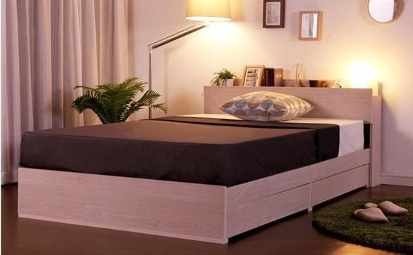北欧スタイルの部屋の白いベッド