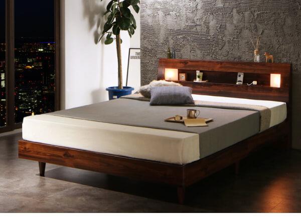 ウォールナットのシンプルベッドフレーム『モダンライト・コンセント付きすのこベッド【Letizia】レティーツァ』