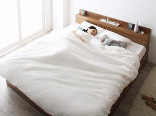一人で広々、二人で親密・・・クイーンサイズベッドのある暮らし『棚・コンセント付収納ベッド【Montray】モントレー』クイーンサイズ