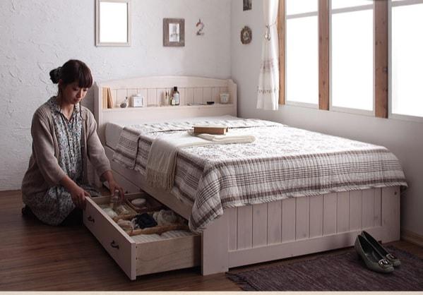 チェエストタイプの安くて小さい収納ベッド『ショート丈天然木カントリー調コンセント付き収納ベッド【Reine】レーヌ』