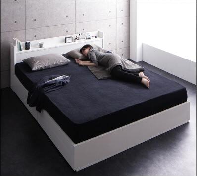 一人で広々、二人で親密・・・クイーンサイズベッドのある暮らし『棚・コンセント付収納ベッド【Rizeros】リゼロス』クイーンサイズ