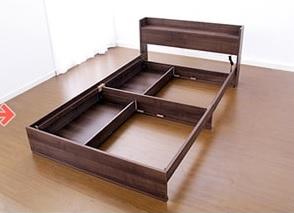 BOX構造ではない収納ベッドは、引出しの反対側の中央に構造強化のための仕切り版がある