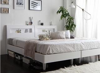 白いレッグタイプベッド『棚・コンセント付きデザインすのこベッド 【Windermere】ウィンダミア』