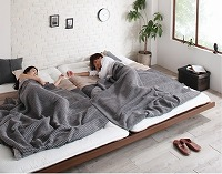 シングルベッドを2台ピッタリ並べてキングサイズのベッドを作るれる