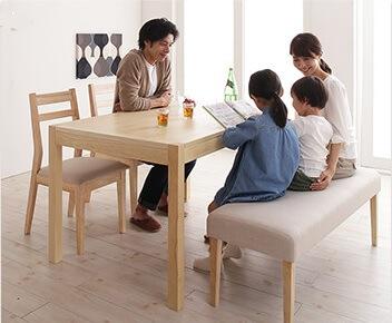 夫婦ばかりでなく、家族の会話も広がるダイニングテーブル『無段階で広がる スライド伸縮テーブル ダイニング AdJust アジャスト』