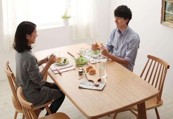 夫婦の会話が弾むダイニングテーブル『天然木ウィンザーチェアダイニング【Cocon】ココン』