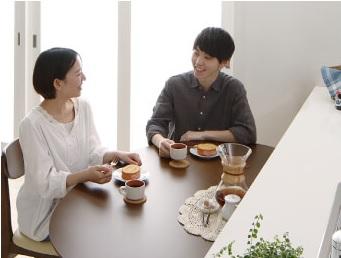 ポップな半円ダイニングテーブル『天然木ダイニング【Lune】リュヌ』