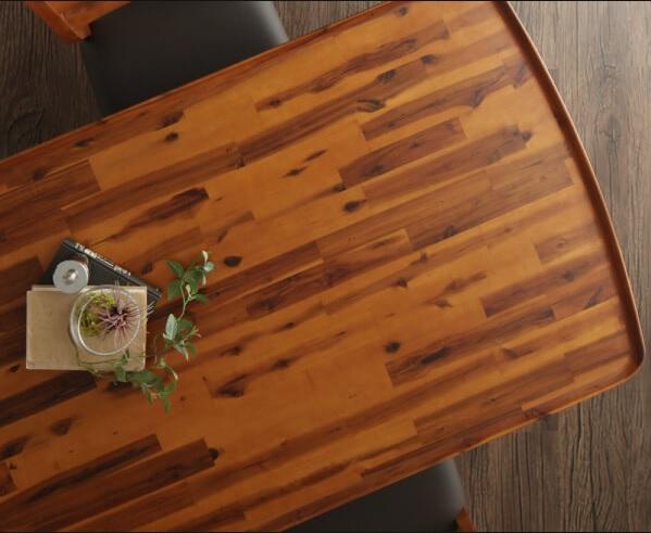 こぼした飲み物がテーブルの下にこぼれにくいダイニングテーブル『天然木モダンデザインダイニング【alchemy】アルケミー』