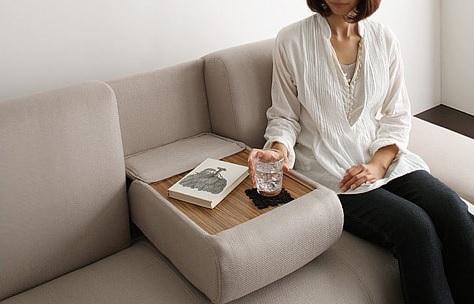 モダンソファー通販 多機能ソファーのミニテーブルを使うところ『マルチソファベッド【Palace】パレス』
